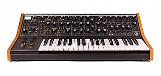 Moog Subsequent 37 parafonische analoge synthesizer