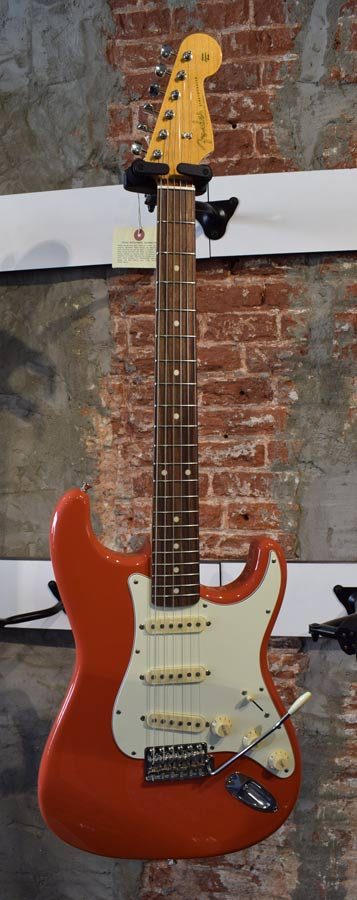 Fender Classic Series 60s Stratocaster Fiesta Red Japan